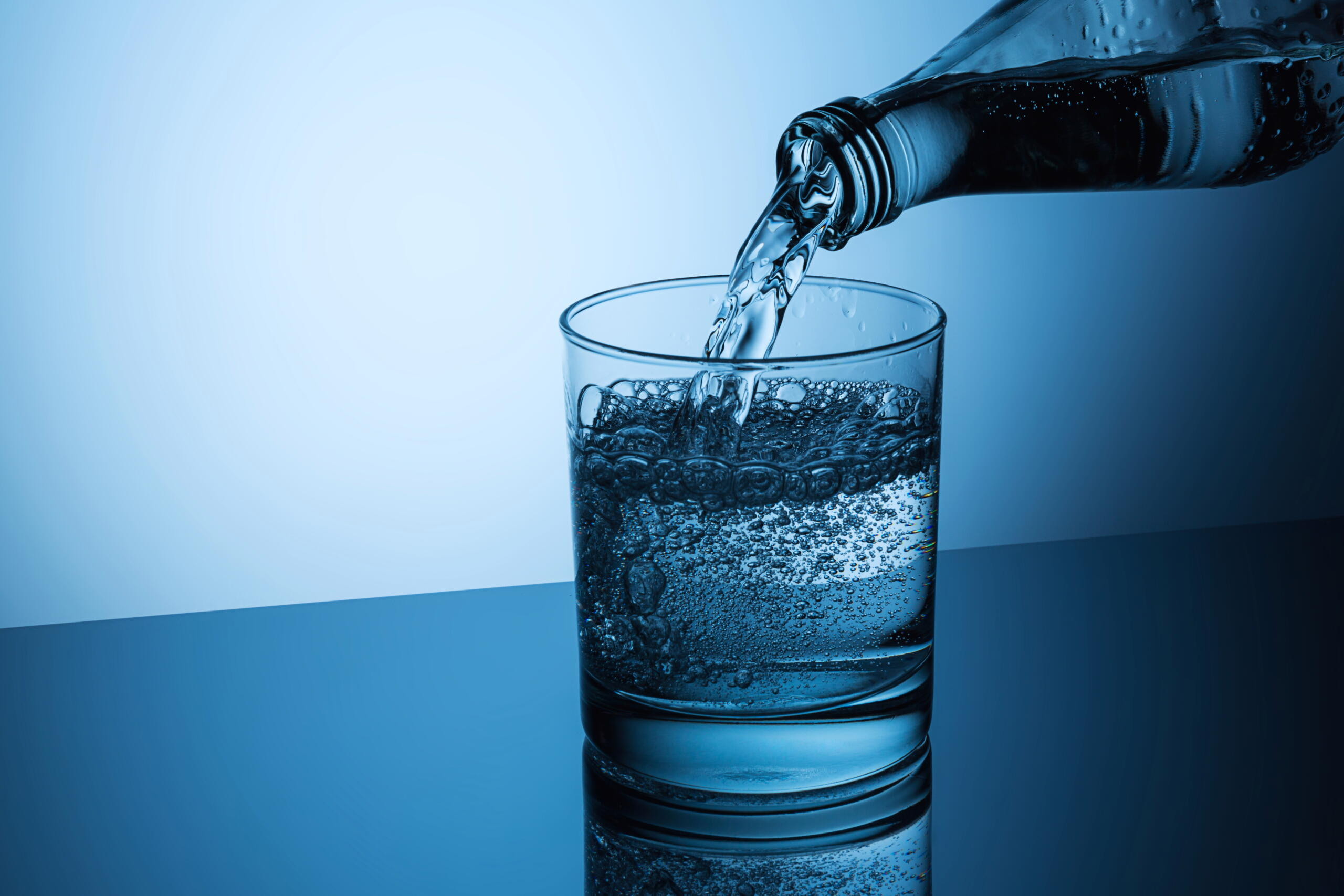 Sparkling water added fizzy and bubbly feels while consuming, does not have any strong advantages and disadvantages